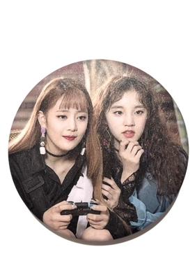 (G)I-DLE  Badge - Yuqi & Minnie