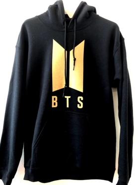 BTS Hoodie - Svart med guld logo